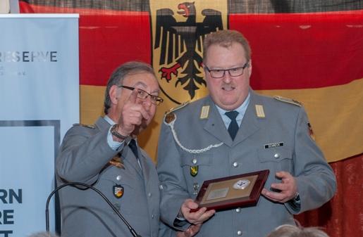 Ehrenschild der KrsGrp für Werner Schreck