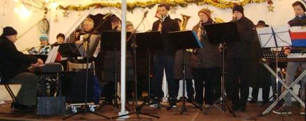 Reservistenmusikzug spielt beim Lauinger Weihnachtsmarkt